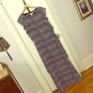 Long maxi dress with tie-belt